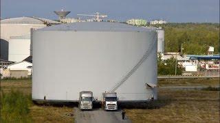 Маленький да удаленький! Самые большие грузоперевозки в мире! часть 1(Подборка самых огромных грузов перевозимых в истории на обычных фурах! Не пожалеете., 2015-06-22T16:17:36.000Z)