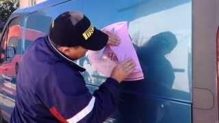 Как убрать рекламные наклейки на автомобиле | How To Remove Advertising Stickers From Cars(Рекламные наклейки очень часто присутствуют на автомобилях из-за границы . Как правило они из виниловой..., 2013-09-08T17:45:57.000Z)