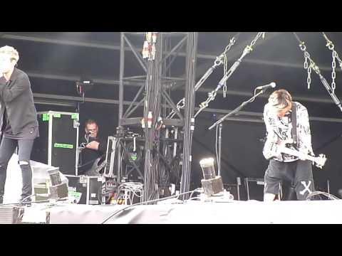 One Ok Rock - 3xxxv5 and Take Me To  The Top @ Download Festival Paris France 11/06/16