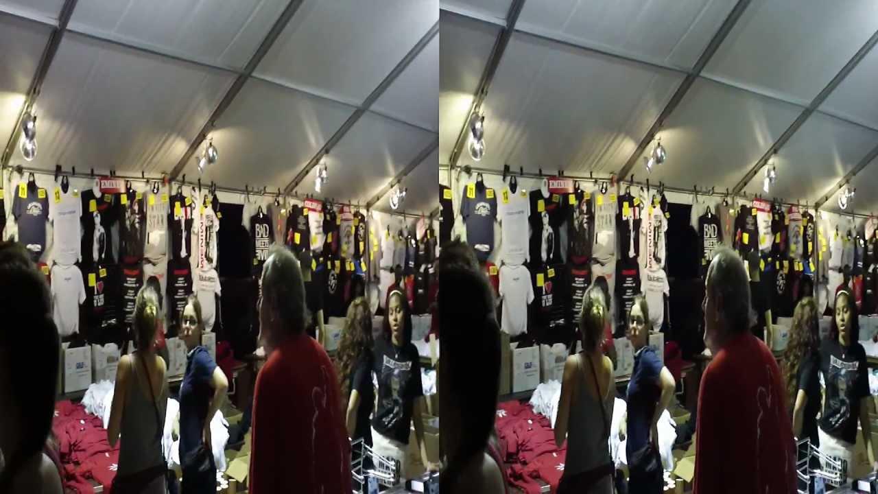 main merch tent Saturday night at Lollapalooza 2011 & main merch tent Saturday night at Lollapalooza 2011 - YouTube
