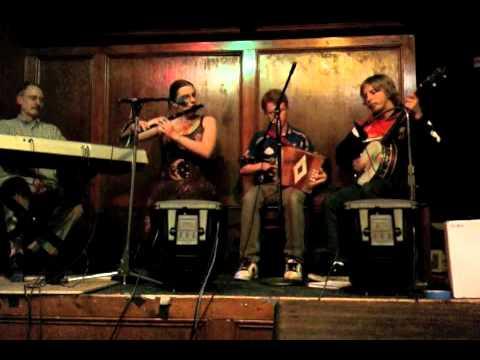 Reels: The Humors of Tulla/The Skylark/Roaring Mary