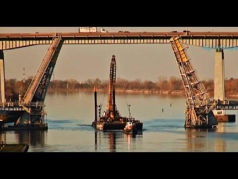Tugs SEAHOUND & CHAMPION, towing barges KOKOSING 2 & IV