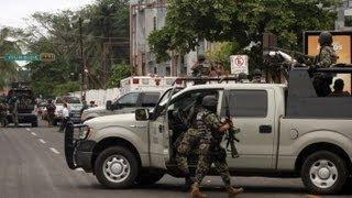Repeat youtube video Fuerte Balacera en Nuevo Leon Deja 13 Sicarios Muertos y 12 Detenidos