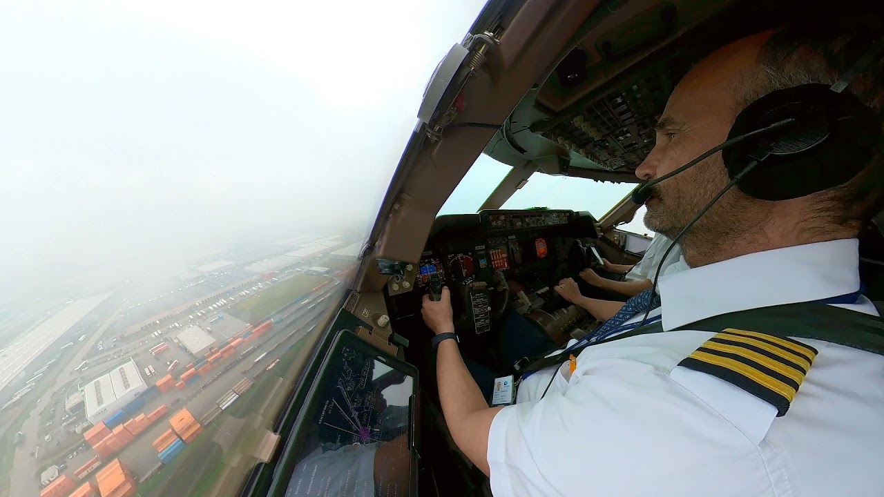 BOEING 747  LANDING.  ILS approach in clouds. Runway insight at 300 feet over the ground. Captain PF