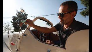 فلسطيني يستغل الحجر المنزلي لصناعة سيارة كلاسيكية