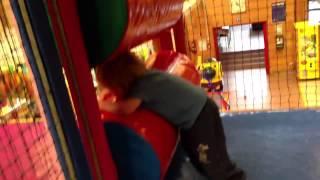 Погони по детскому трёхэтожному домику(, 2012-11-11T16:42:31.000Z)