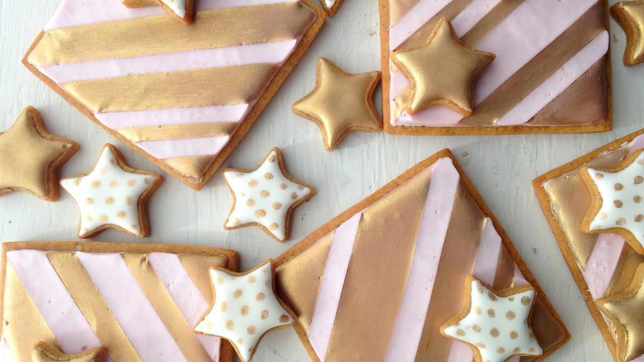 Gold Stars And Stripes Decorating Cookies With Royal