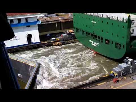 Panama Canal Ship starts engines in lock VID 20140222