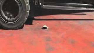 Спецобувь Яхтинг металлический подносок(На видео представлен материал, в котором показано испытание спецобуви Яхтинг, а точнее металлический подно..., 2013-03-22T17:11:17.000Z)