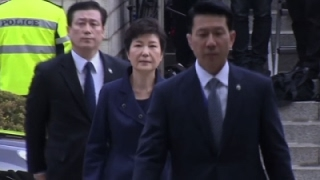 Raw: S. Korean Ex-President Park Goes to Court