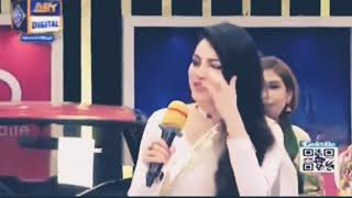 Oh my God Neelam Muneer kissed peeche dekho kid - funny monkey studio