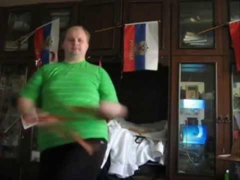 Толстый танцует под клубняк