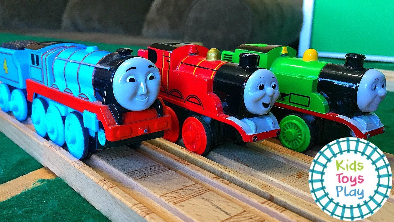Thomas Engine Wooden Railway Toy Train Races | Kids Toys Play