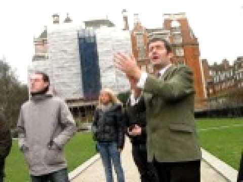 Tour guide and Westminster Abbey