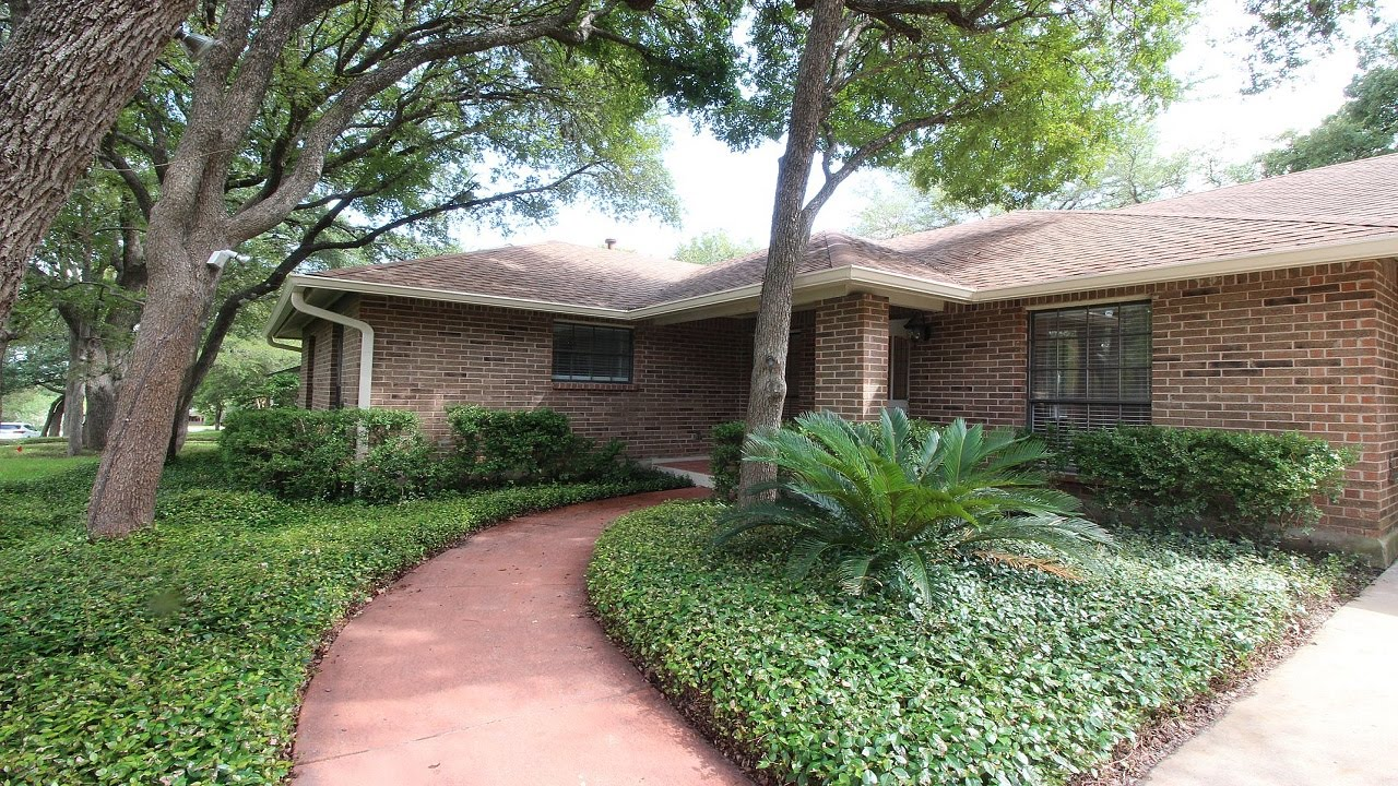 Banos Lago.Renovated West Lake Rental Home Four Beds Two Baths