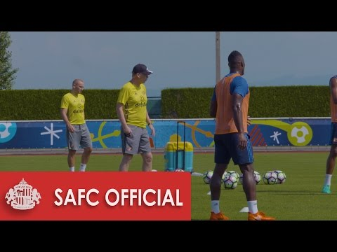 David Moyes takes training