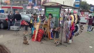 Неожиданная встреча с Wayra Nan -- группой эквадорских индейцев у метро в Москве 19.09.2013