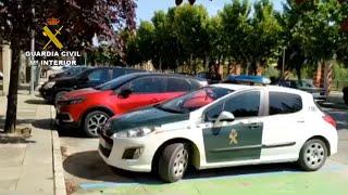 La Guardia Civil realiza controles de trabajadores de la campaña de recolección de frutos