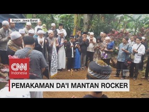 Duka Mewarnai Pemakaman Da'i Mantan Rocker Hary Moekti