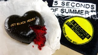 5 SECONDS OF SUMMER JET BLACK HEART CAKE