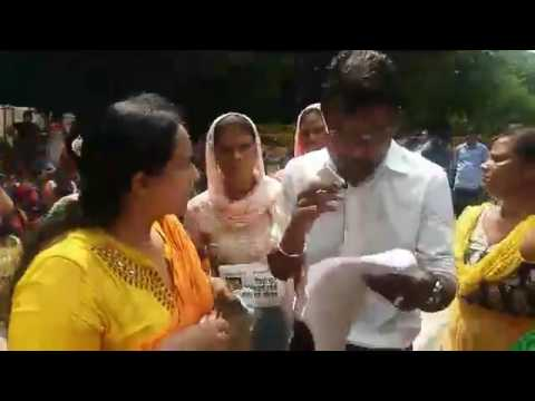 Anganwadi workers protest outside Delhi CM Kejriwal's residence