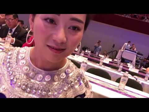 Superstar Laj Tsawb Visits St. Paul Hmong New Year 2017-2018