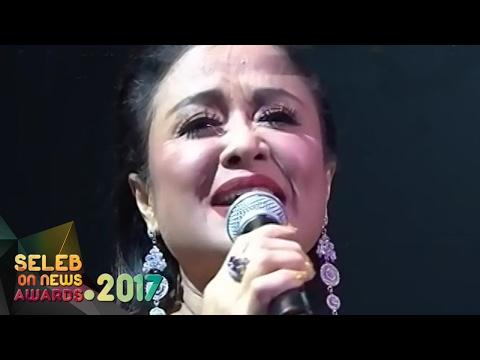 "Betharia Sonata "" Hati Yang Luka "" - Seleb On News Awards 2017 (9/2)"