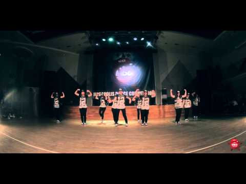 Funky Sisters - Street Show varsity