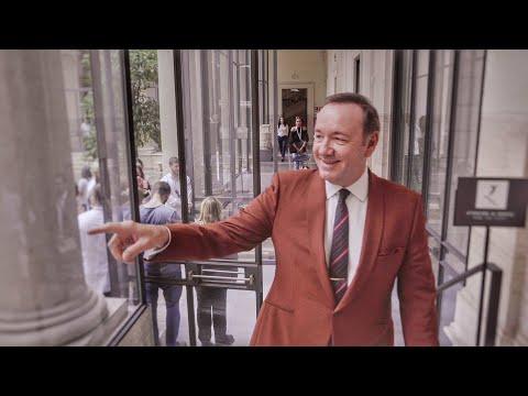 VIDEO Kevin Spacey : sa première apparition publique en toute intimité à Rome