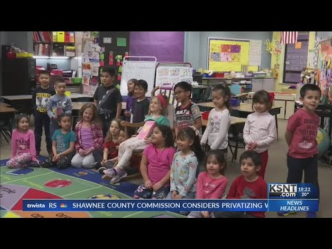 Topeka elementary school teaches students in both English and Spanish