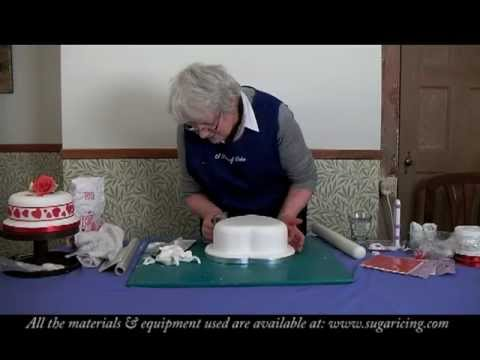 Icing decorating a heart shaped cake pt1 youtube - How to decorate a heart cake ...