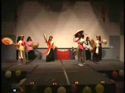 Ao Ba Ba & Ao Tu Than Dance