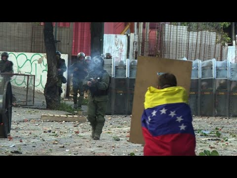 Clashes in Caracas between opposition demonstrators and police
