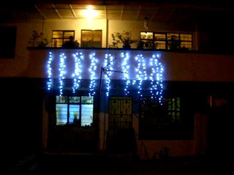 Luces navide as led youtube for Luces led para jardineras