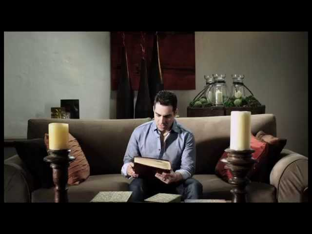 Sigues Tan Hermosa - Omar Chaparro [Video Oficial]