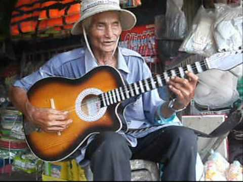 thoai khanh chau tuan va vo dong so ( ong lao 72 tuoi  trinh bay).wmv