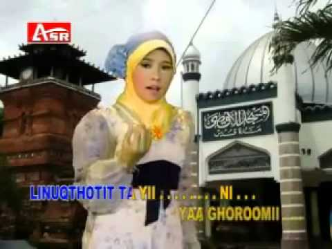 Wafiq Azizah   Sholatun Bissalamil Mubin Karaoke + VC   YouTube
