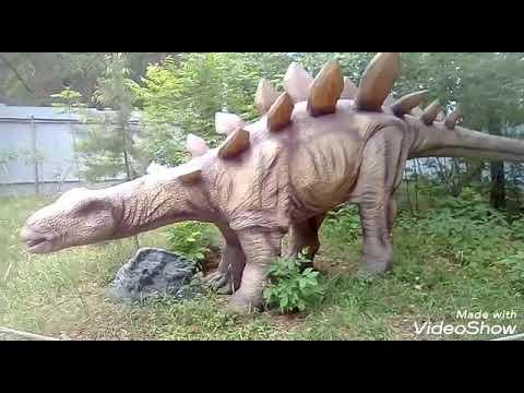 Парк Гагарина  /  Диназавры  в лесу /