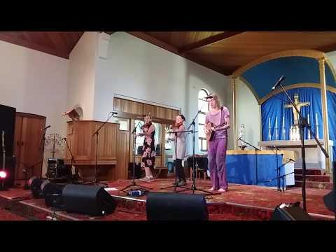 Tre Kvartstoner Sänkt Set (live At Cygnet Folk Festival)