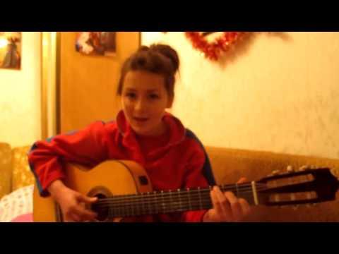 Дети таланты.  Девочка прекрасно поет и играет на гитаре !