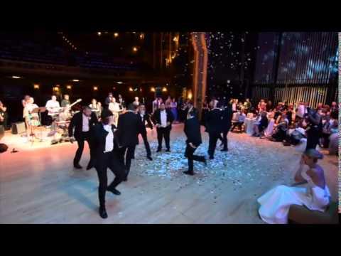 Chú rể nhảy cực siêu trong ngày cưới khiến cô dâu phát cuồng