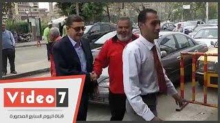 """لحظة وصول محمود طاهر للنادى الأهلى لحضور الجمعية العمومية .. وأحد الأعضاء:""""يابو أكبر ميزانية"""""""