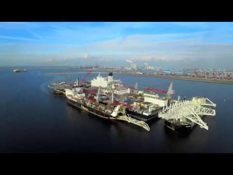 Dronevideo: Rotterdam Maasvlakte, Pioneering Spirit, China S