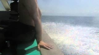 インドネシア バリ島でダイビングをした帰りの船です。 波が高く乗って...