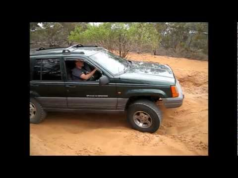 "jeep-zj-grand-cherokee-with-2""-bb-and-31s-flexing-and-failing-at-small-hill."