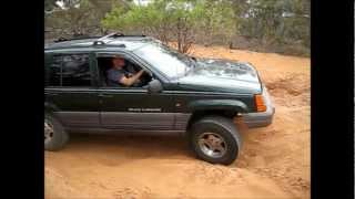 """Jeep ZJ Grand cherokee with 2"""" bb and 31s flexing and failing at small hill."""