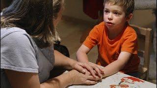 الأمهات في سن المراهقة والآباء كبار السن أكثر عرضة لإنجاب طفل مصاب بالتوحد