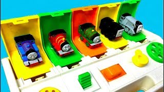 Thomas and Friends Toy Trains Percy James Disney Cars McQueen Pop Up Pals Thomas y sus Amigos