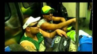 Raperos en el metro, improvisando! Santiago! freestyle thumbnail