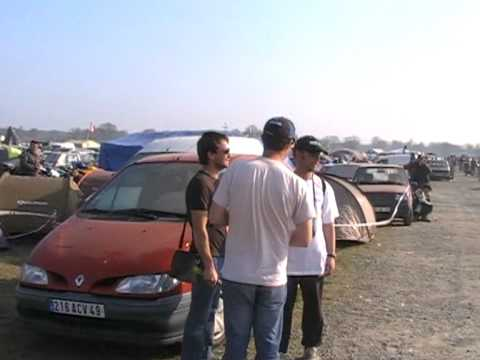 camping bleu au 24 heures du mans moto youtube. Black Bedroom Furniture Sets. Home Design Ideas